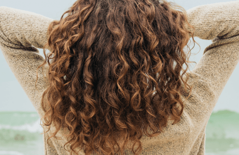curly-hair-on-white-background